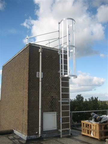 Kortom voor alles wat met veiligheid op daken te maken heeft moet u